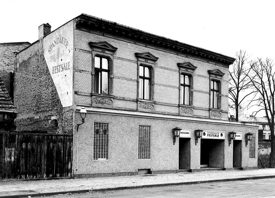Spandauer_Fests%C3%A4le_ca._1960_%28Quelle_Landesdenkmalamt_Berlin%29.jpg
